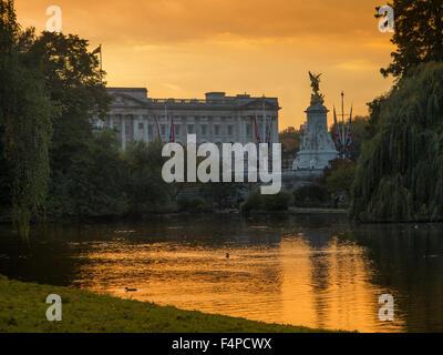 Buckingham Palace at dusk St James's Park London - Stock Photo