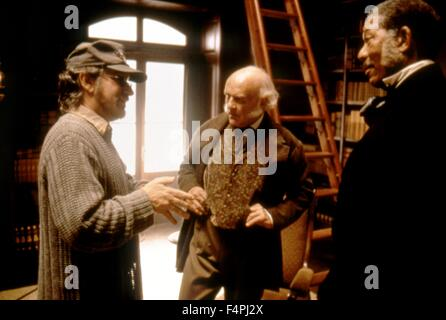 On the set, Steven Spielberg directs Anthony Hopkins and Morgan Freeman / Amistad / 1997 directed by Steven Spielberg - Stock Photo
