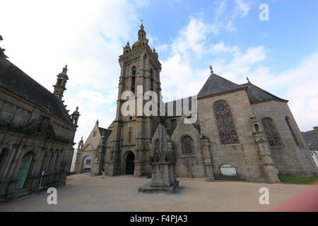 France, Brittany, Saint-Thegonnec, walled parish, church Notre-Dame Calvary and a part of the ossuary - Stock Photo