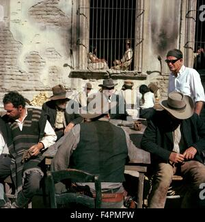 On the set, Sam Peckinpah with  Warren Oates, Edmond O'Brien, Ernest Borgnine and William Holden / The Wild Bunch - Stock Photo