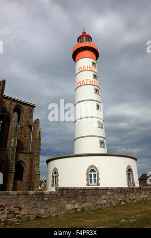 France, Brittany, am La Pointe Saint-Mathieu, Lighthouse and the monastery ruins - Stock Photo