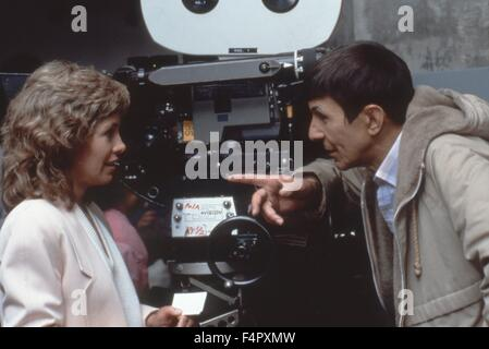 On the set, Leonard Nimoy directs Catherine Hicks / Star Trek IV : The Voyage Home / 1986 / directed by Leonard - Stock Photo
