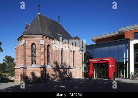 Backsteinkapelle St. Josef und Eingang zum Seniorenwohnstift St. Martinus in Grevenbroich-Wevelinghoven, Niederrhein, - Stock Photo
