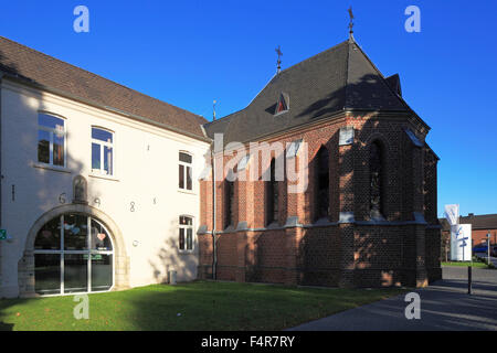 Katholisches Pfarrzentrum und Kapelle St. Josef in Grevenbroich-Wevelinghoven, Niederrhein, Nordrhein-Westfalen - Stock Photo