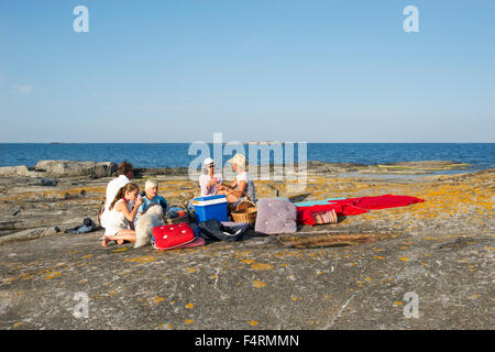 Sweden, Sodermanland, Stockholm Archipelago, Norsten, Scenic seascape with people picnicking - Stock Photo