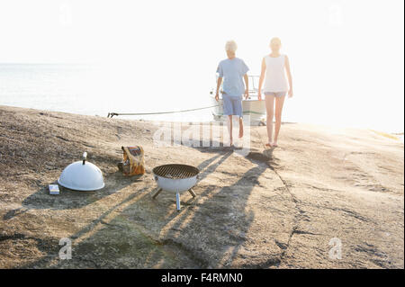 Sweden, Sodermanland, Stockholm Archipelago, Norsten, Boy and girl (12-13) on coastline - Stock Photo