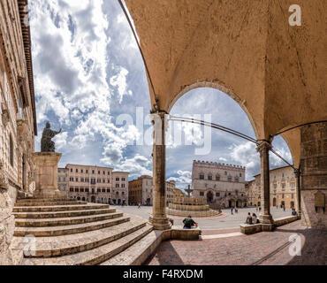 Italy, Europe, Perugia, Umbria, Piazza IV Novembre, Cattedrale di San Lorenzo, cathedral, Palace, Palazzo dei Priori, - Stock Photo