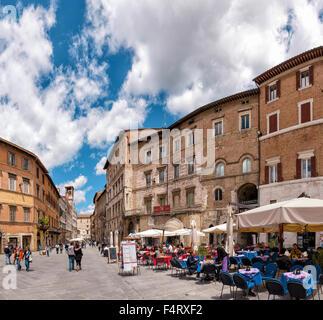 Italy, Europe, Perugia, Umbria, Piazza della Republica, outdoor cafe, village, spring, people, - Stock Photo