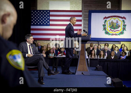 Charleston, West Virginia, USA. 22nd Oct, 2015. U.S. President Barack Obama gives remarks during a community forum - Stock Photo