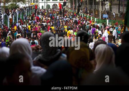 Dhaka, Dhaka, Bangladesh. 22nd Oct, 2015. October 22, 2015 - Dhaka, Bangladesh - Bangladeshi Muslims performing - Stock Photo