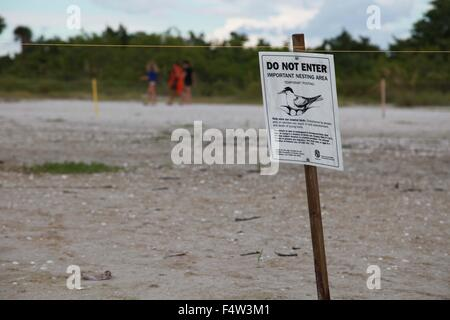 Sanibel, Florida, USA. 9th Aug, 2013. A warning sign on Fort Myers beach to watch for nesting birds. 'Do Not Enter - Stock Photo