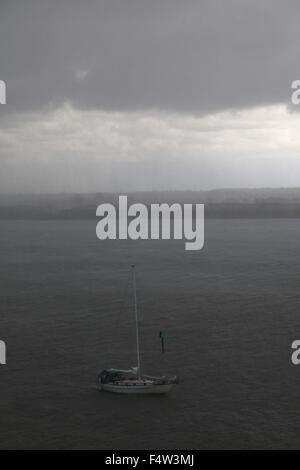 Sanibel, Florida, USA. 9th Aug, 2013. A yacht comes into harbor during a tropical rainstorm. Situated along the - Stock Photo
