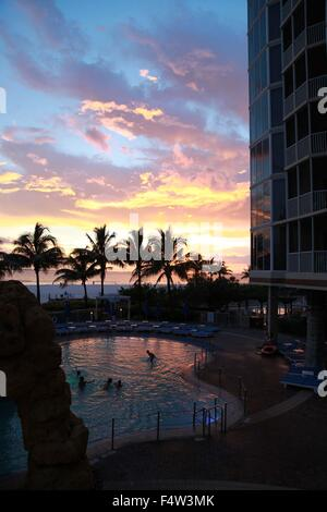 Sanibel, Florida, USA. 9th Aug, 2013. Palm trees and the Pink Shell hotel swimming pool on Fort Myers beach at sunset. - Stock Photo
