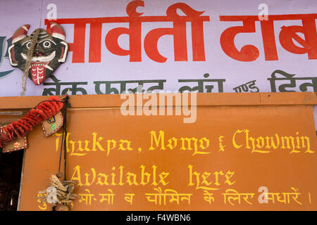 India, Himachal Pradesh, Lahaul and Spiti, Keylong Bazaar, sign outside small café advertising Thukpa, momos and - Stock Photo