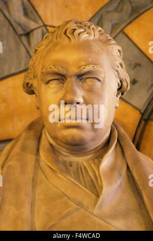 London, United Kingdom. 17th Oct, 2015. Statue of Sir Joseph Banks, an English naturalist and botanist, who took - Stock Photo