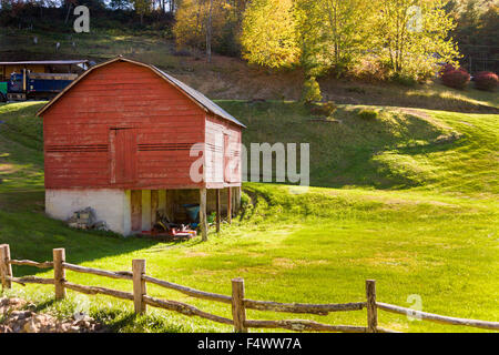 An old wooden barn and split rail fence along the Quilt Trails near Prices Creek, North Carolina. The quilt trails - Stock Photo