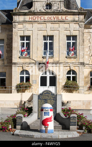 Liberty Road starting point marked by the first kilometre borne in front of town hall of Sainte-Mère-Église, Normandy, - Stock Photo