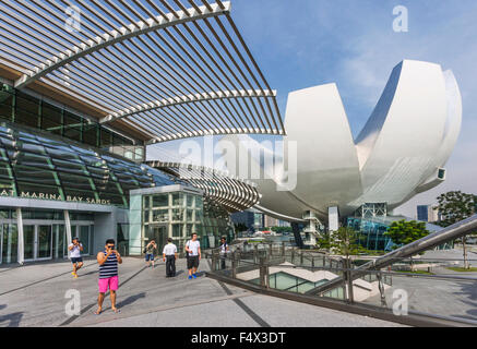 Singapore, view of the Art Science Museum and the entrance to the Shoppes at Marina Bay Sands - Stock Photo