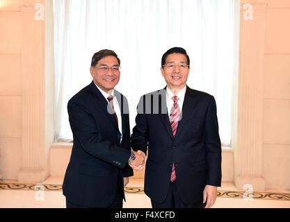 Beijing, China. 23rd Oct, 2015. Chinese State Councilor and Minister of Public Security Guo Shengkun (R) meets with - Stock Photo