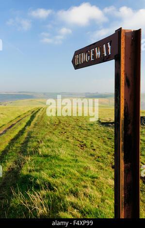 Sign pointing along the Ridgeway national trail across Smeathe's Ridge. - Stock Photo