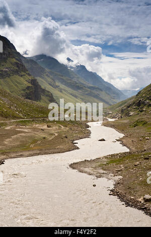 India, Himachal Pradesh, Lahaul Valley, Sissu village, Leh-Manali highway beside Chandra River - Stock Photo