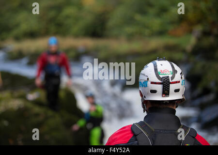 Henllan, Ceredigion, Wales, UK. 24th Oct, 2015. The annual Teifi Tour takes place this weekend. Kayakers, mainly - Stock Photo