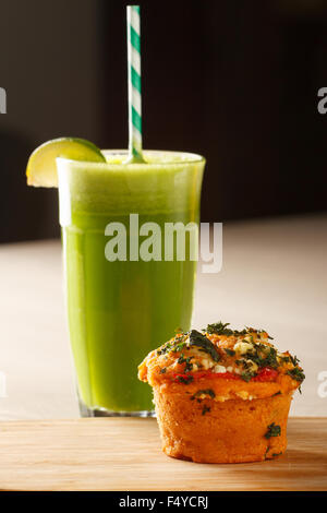 Close-up of a Vegetable Muffin (spinach and red pepper) with fresh squeezed  juice made from apples, avocados and - Stock Photo
