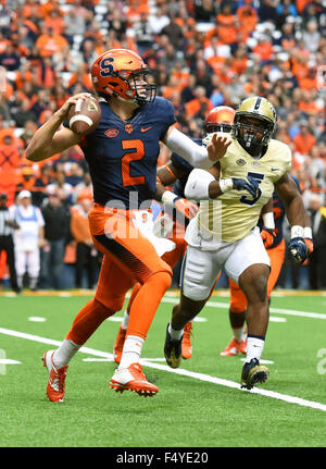 Syracuse, New York, USA. 24th Oct, 2015. Syracuse Orange quarterback Eric Dungey (2) scrambles out of the pocket - Stock Photo