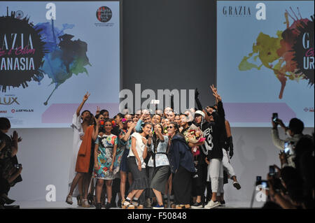 Jakarta, Indonesia. 25th Oct, 2015. Models and designers take selfie during Jakarta Fashion Week 2016 in Jakarta, - Stock Photo