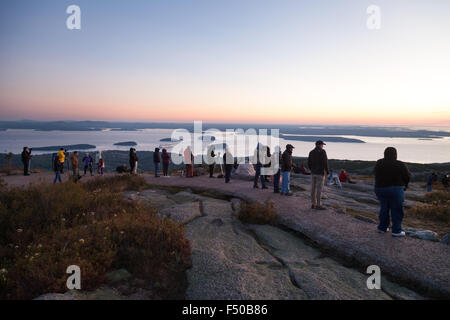 New England Tourists watching the sunrise from the top of Cadillac Mountain, Mount Desert Island, Acadia National - Stock Photo