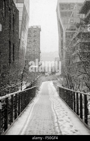 Chelsea High Line during a snowfall. Winter view of Manhattan's aerial greenway in the heart of New York City - Stock Photo