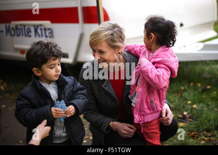 Gelsenkirchen, Germany. 26th Oct, 2015. Christina Kampmann (SPD, C), Family Minister of North Rhine-Westphalia, - Stock Photo
