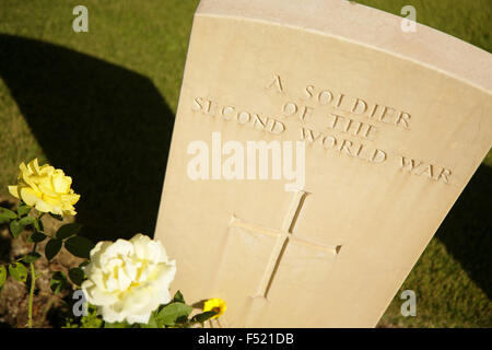 Gravestone of unknown second world war Allied soldier, Anzio War Cemetery, Italy. - Stock Photo