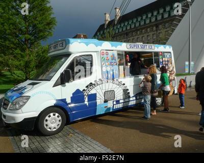 Ice Cream Van at The London Eye, Victoria Embankment, London, England - Stock Photo