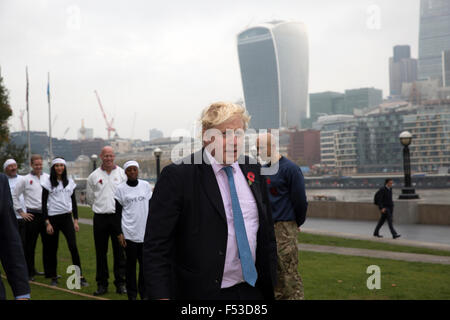 London, UK, 27th Oct, 2015. Mayor of London, Boris Johnson, launches London Poppy Day by taking part in a Tug of - Stock Photo