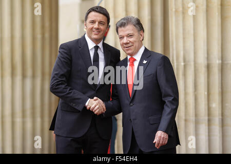 Bogota, Colombia. 27th Oct, 2015. Colombia's President Juan Manuel Santos (R) meets with Italy's Prime Minister - Stock Photo