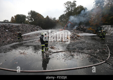 Hamburg, Germany. 28th Oct, 2015. Relief forces from the fire department can be seen in action after a large fire - Stock Photo