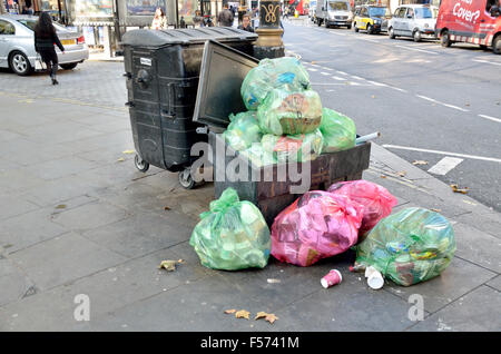 London, England, UK. Rubbish overflowing in the street - Stock Photo