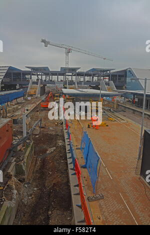 A view taken from the old footbridge looking west over the new platforms being built on the Northern side of the - Stock Photo
