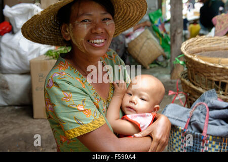 Inle Lake, Lady and Child on a market - Stock Photo