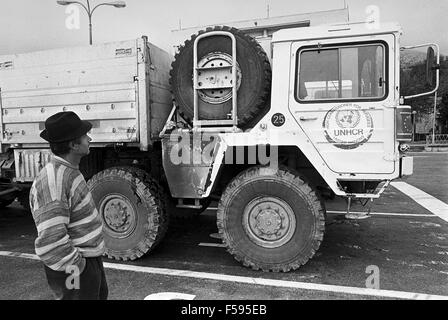 War in ex Yugoslavia (April 1994), delivery of  humanitarian aids to Bosnian refugees - Stock Photo