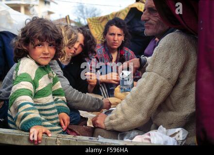 war in ex Yugoslavia, Kosovo crisis, Kosovar  refugees camp in Durres (Albania), april 1999 - Stock Photo
