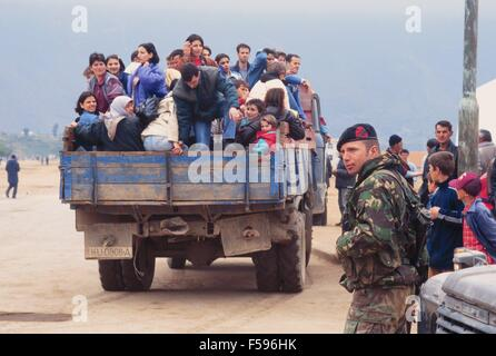 war in ex Yugoslavia, fugitive from Kosovo comes transported by the Dutch army to the gathering camps april 1999 - Stock Photo