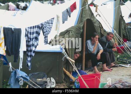 war in ex Yugoslavia, Kosovo crisis, Kosovar  refugees camp in Tirana (Albania), april 1999 - Stock Photo