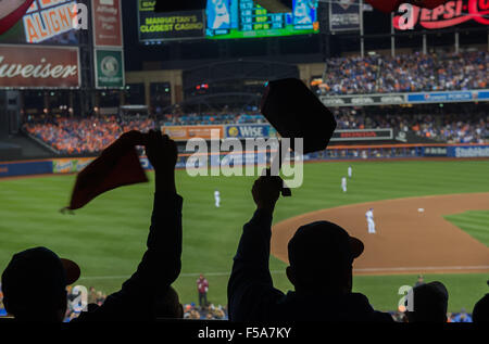 New York, NY, USA. 30th Oct, 2015. Fans react during Game 3 of the 2015 World Series, Citi Field, Friday, Oct. 30, - Stock Photo