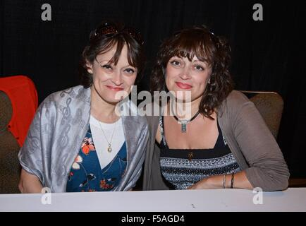 Orlando, FL, USA. 31st Oct, 2015. Lisa Burns, Louise Burns in attendance for Spooky Empire Ultimate Halloween Weekend - Stock Photo