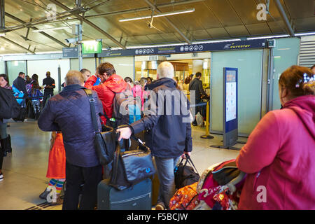 Queuing At The Euro Star Entrance Marne Train Station Disneyland Paris Marne-la-Vallee Chessy France - Stock Photo