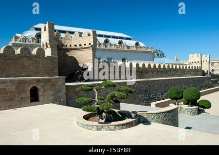 The medieval walls of the Old Town (İcheri Sheher) in Baku, capital of Azerbaijan. - Stock Photo