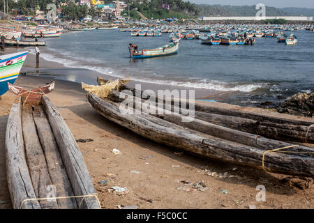 Vizhinjam Christian fisherman village in Kerala, India, November 2014. There are hundreds of boats on the beach. - Stock Photo