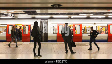 Passengers waiting for a Circle or District line Tube train on the London Underground at Monument / Bank station, - Stock Photo